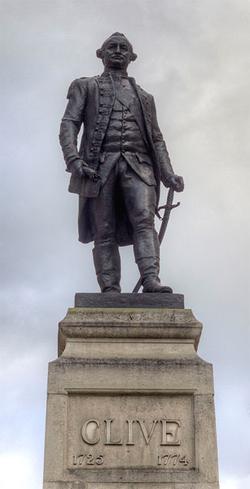 Statua di Robert Clive (Foto: Prioryman / Wikimedia)