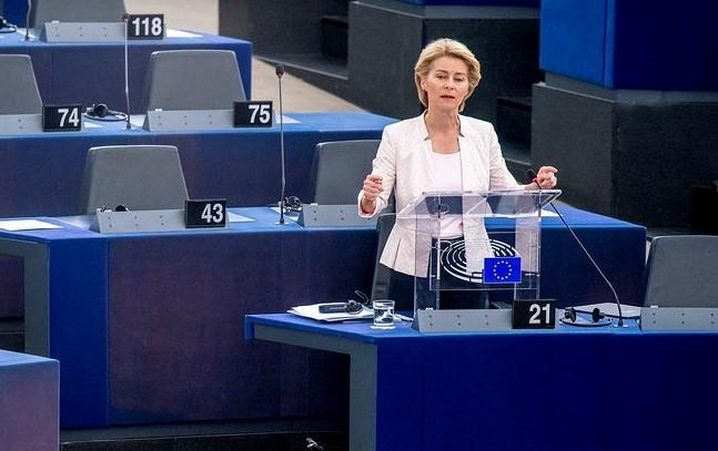 La crisi di governo manovrata dall'UE
