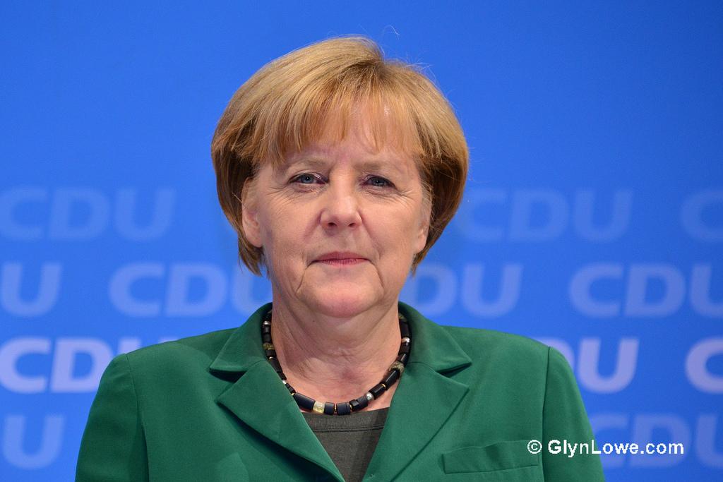 Angela Merkel fa la levatrice del governo giallorosso